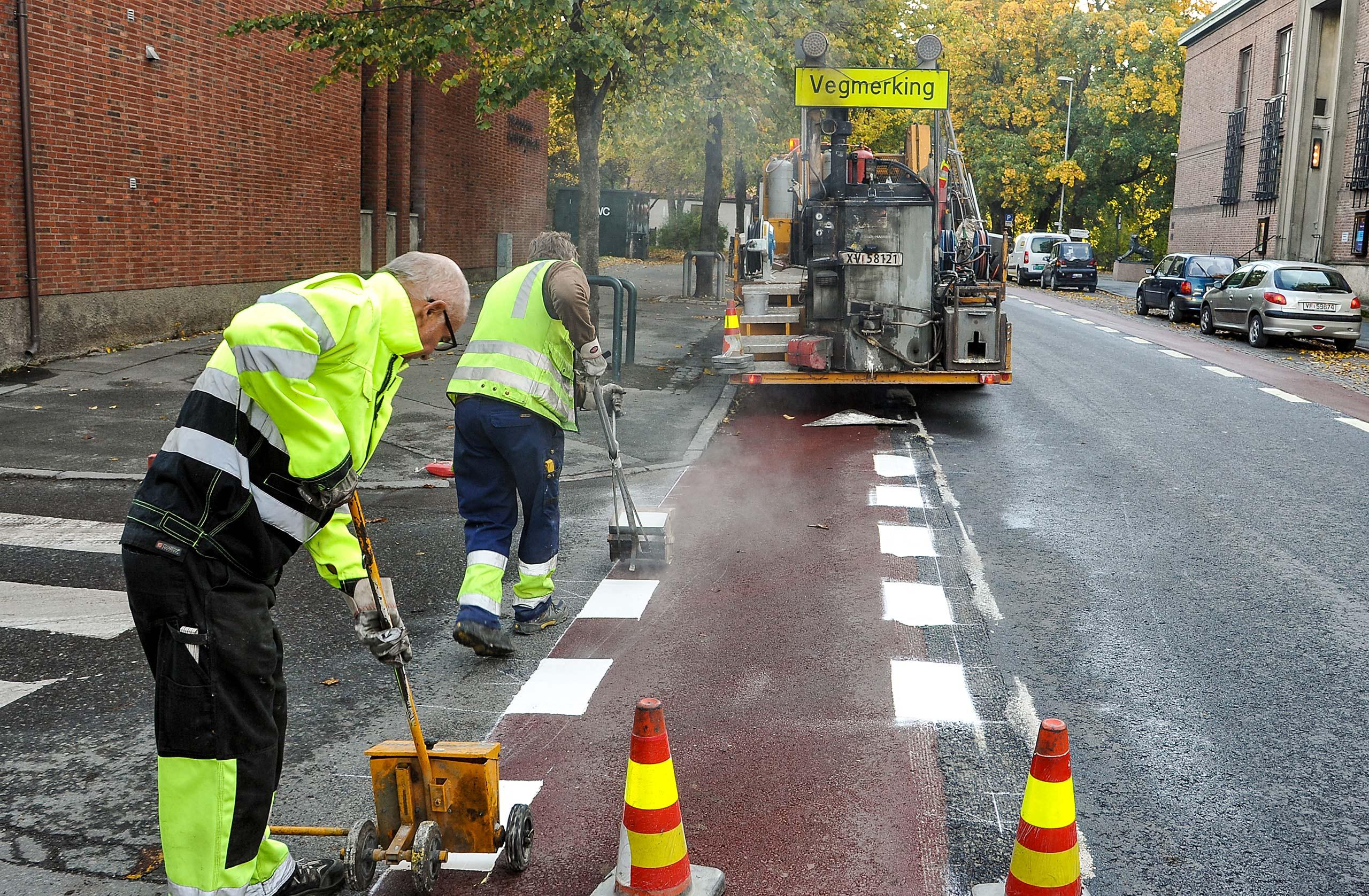 Bilde av arbeid med å tegne veistriper