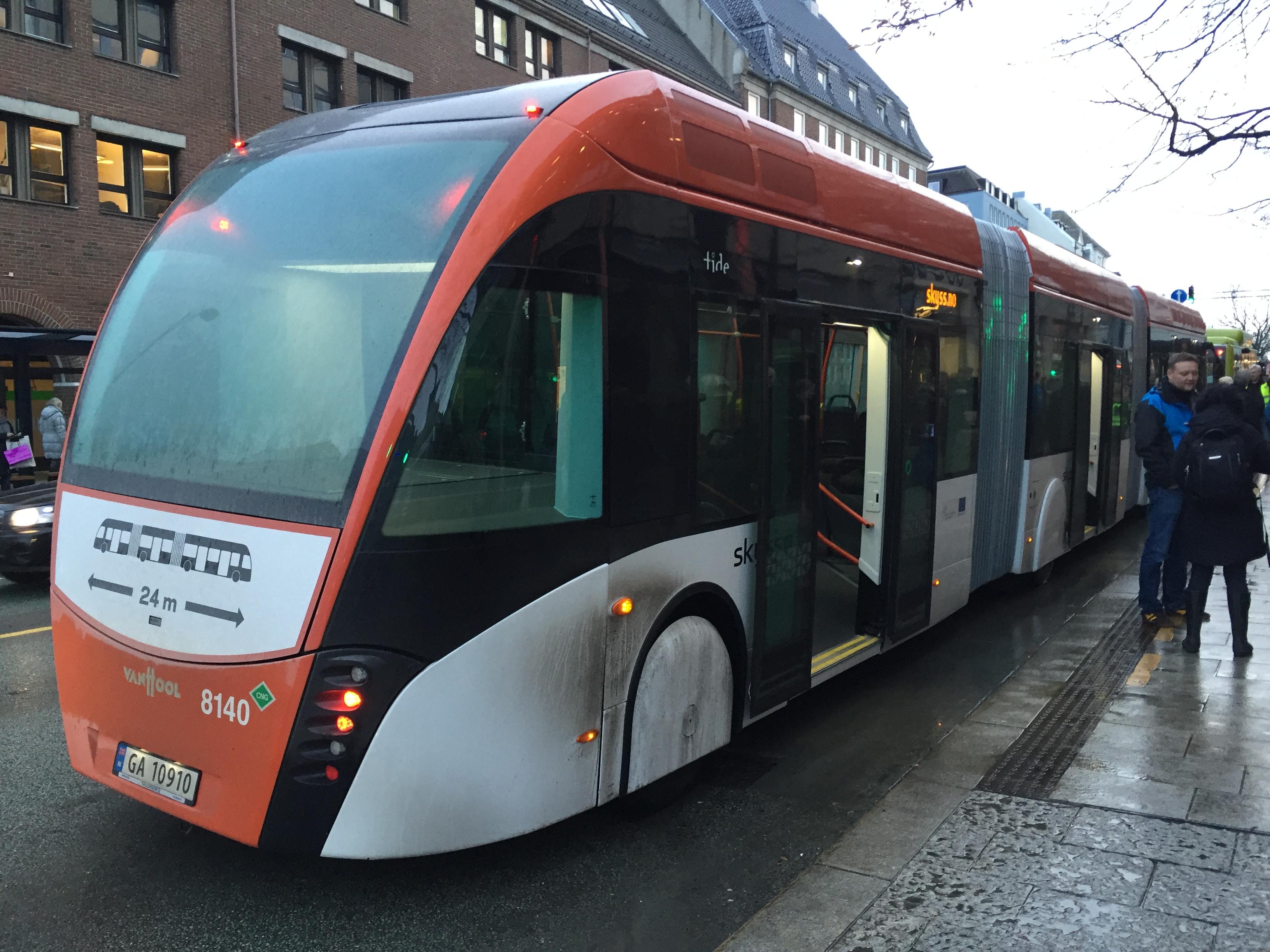 Bilde av superbuss av typen Van Hool