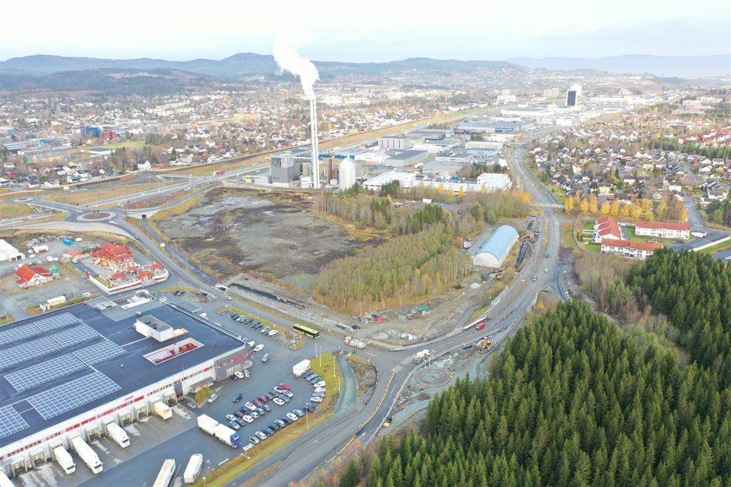 Ny rundkjøring bedrer trafikkflyten til og fra E6 Hårstadkrysset.