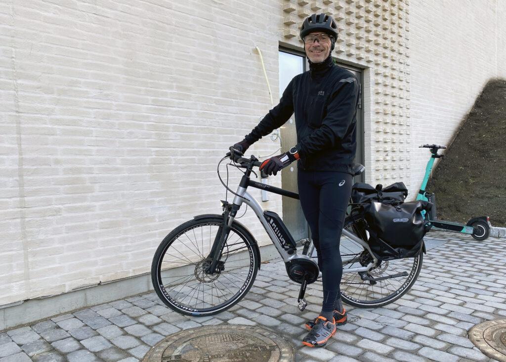 Egil fremme på jobb på Lerkendal etter å ha syklet fra Tiller